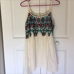 Lovely embroidered sleeveless umgee dress L